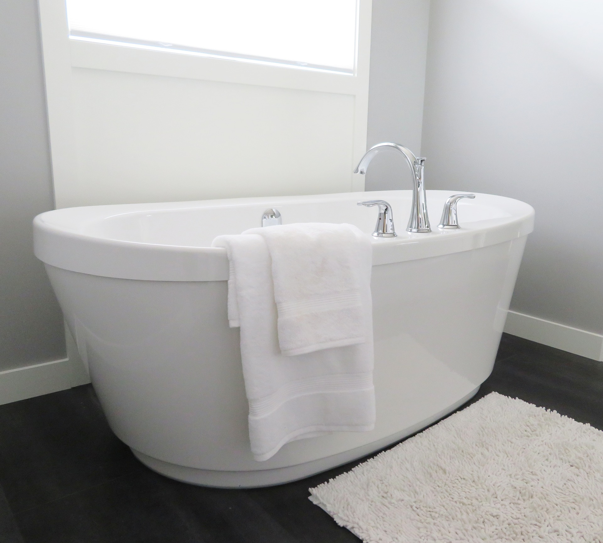 bathtub in a small bathroom